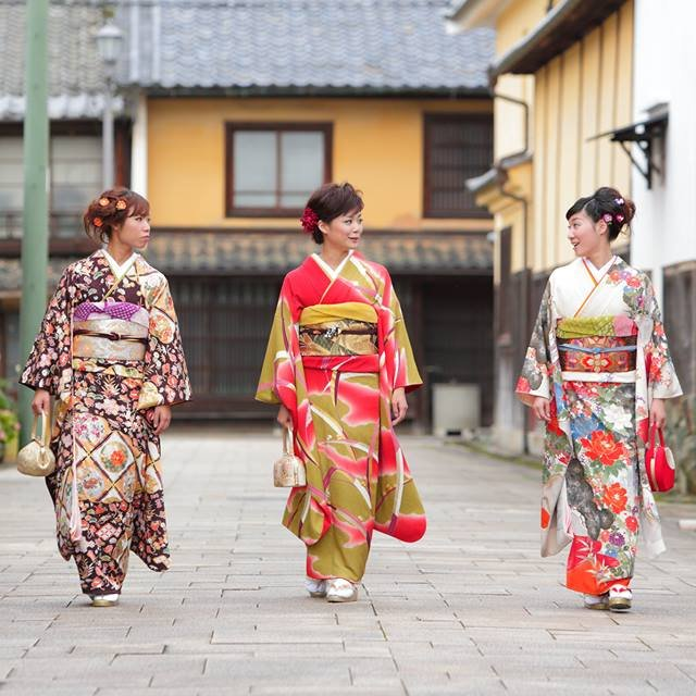 Komachi Sampo (Strolling tour of the old town with traditional beauty and atmosphere)